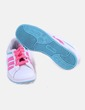 Sneaker blanca con cordones flúor Adidas
