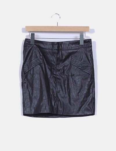 Falda efecto piel detalle bolsillo y cremallera