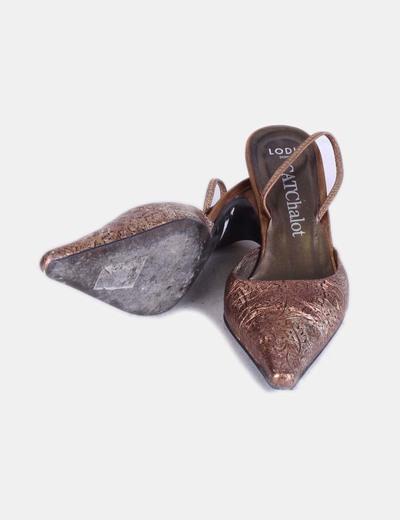Zapatos dorados destalonados