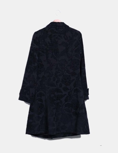 Abrigo negro texturizado