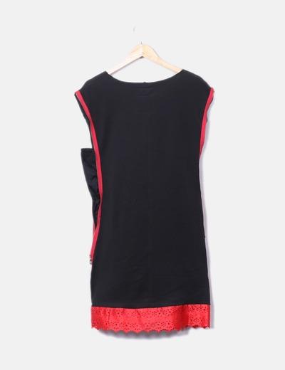 Vestido de negro y rojo