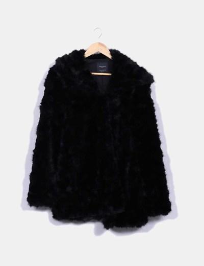 venta minorista 65b5f c7aa0 Abrigo pelo negro con capucha