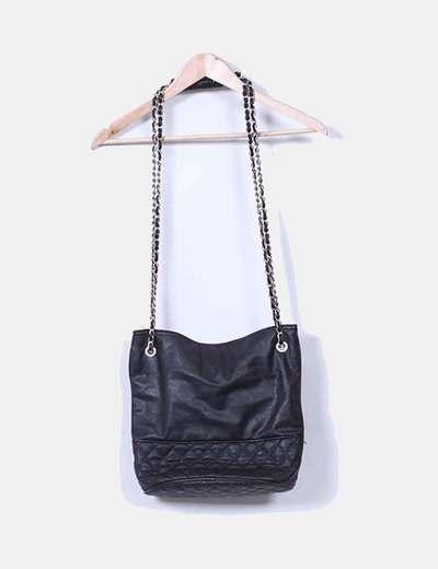Bolso negro con cadenas Mango