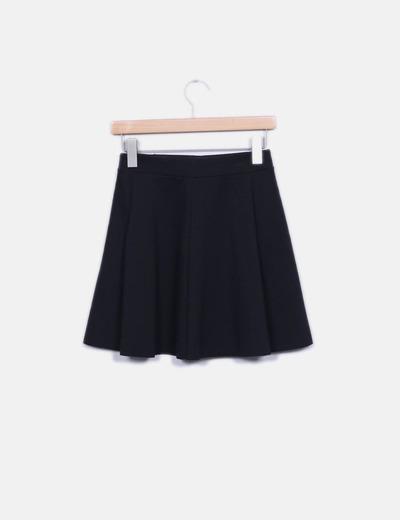 Falda negra evase
