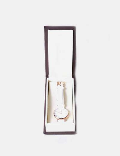 Reloj correa de cuero blanca