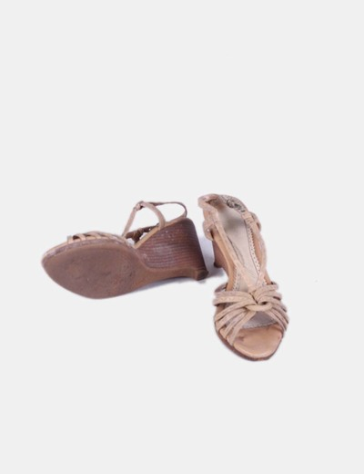 Sandalia de piel camel solar struck