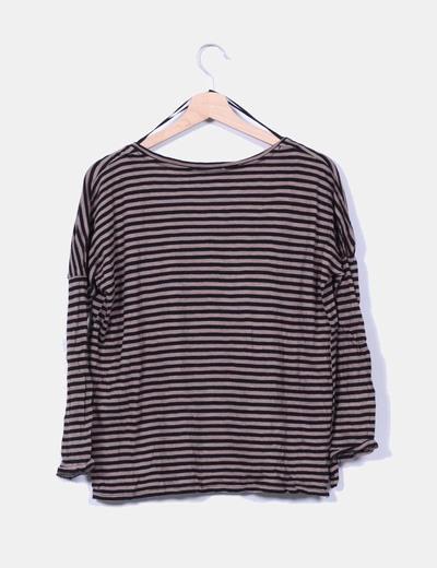 Camiseta marron y negra de rayas