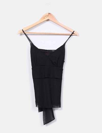 Blusa de tirantes negra con escote en pico  Vero Moda