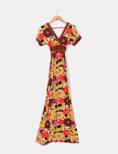 Maxi vestido marron con estampado floral de manga corta
