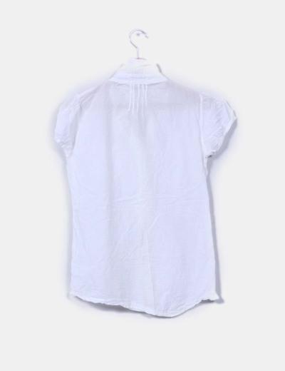 Camisa blanca con bordados