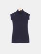 Camiseta negra cuello cisne manga corta Zara