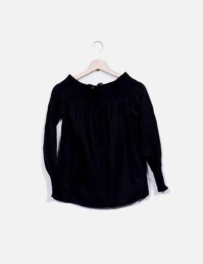 Blusa negra cuello barco Zara