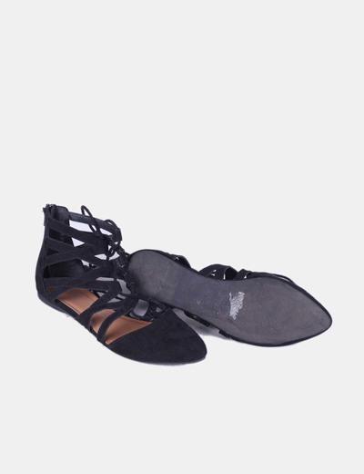 Bailarina negra con cordones tonilleros