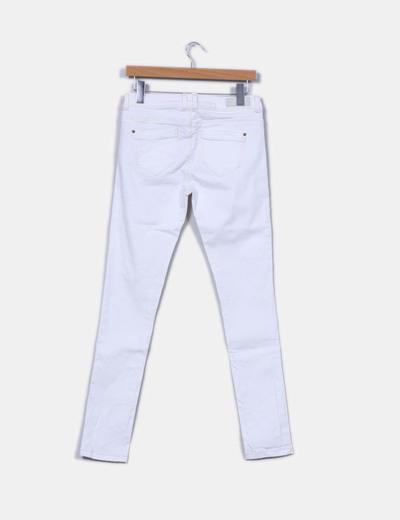 super popular 513b7 ad25a Pantalón blanco detalle botón dorado