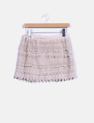 Falda midi beige combinada con crochet Made in Italy