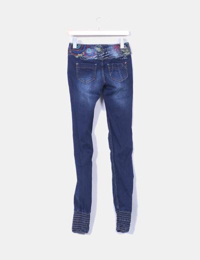 Pantalon denimbordado