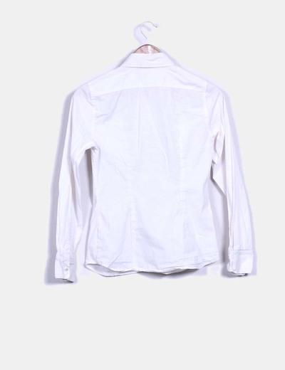 Camisa blanca con chorrera