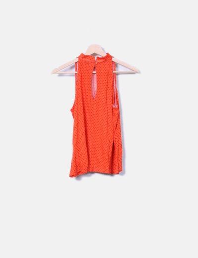 Camiseta naranja con motas cuello mao