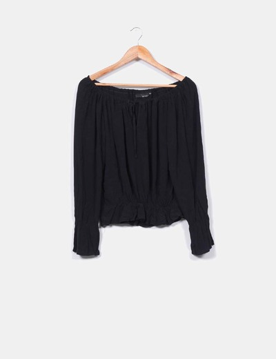Blusa negra hombros descubiertos  Hennes
