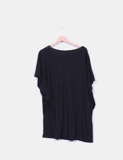 Blusa negra oversize con crochet