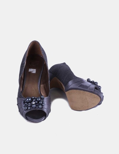 Zapato platado texturizado con bolas