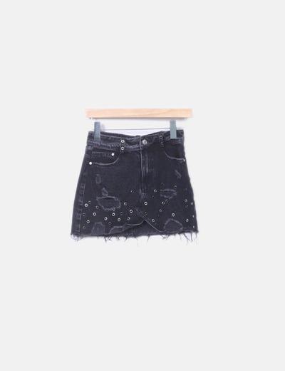 Falda denim ripped negra detalles metálicos