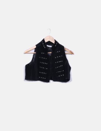 Chaleco negro texturizado con tachas cropped Select