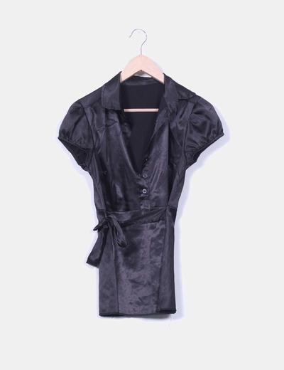 Blusa negra satinada manga corta NoName