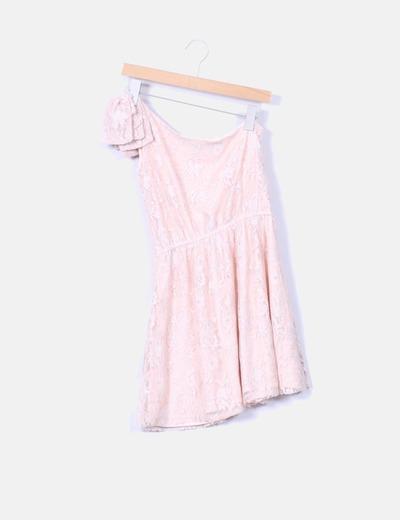 Vestido asimetrico puntilla rosa palo con lazo