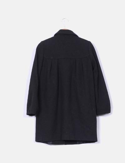 Abrigo negro texturizado mangas abullonadas