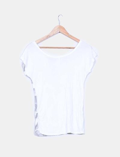 Camiseta blanca con serigrafia