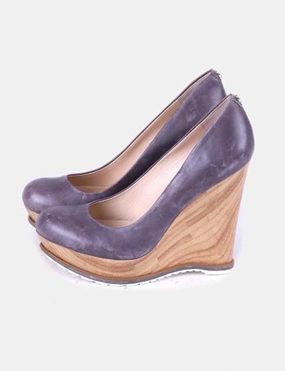 Zapatos cuña de madera Guess