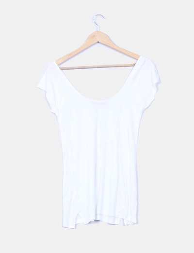 Camiseta blanca escote en u