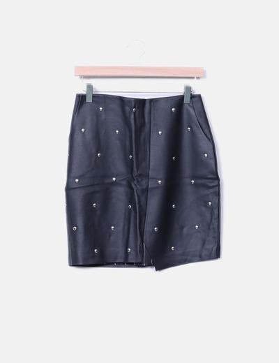 Mini falda polipiel negra con tachas