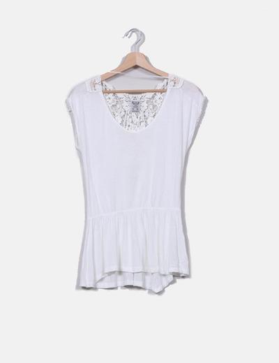 Camiseta blanca con crochet y cinturilla Pull&Bear