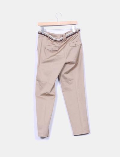 Pantalon sarga camel irisado con cinturon