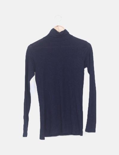 Suéter azul marino cuello vuelto