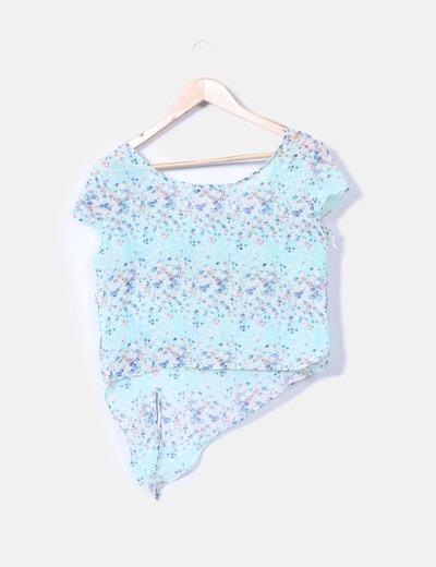 Camiseta floral asimetrica