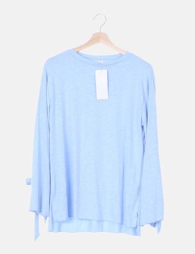 Camiseta fluida azul detalle lazos
