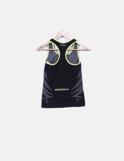 Camiseta deportiva negra combinada