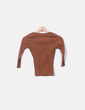 Camiseta marrón escote en pico Bershka