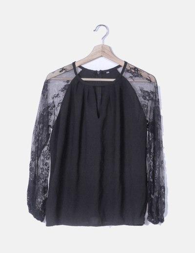 Blusa negra mangas de encaje