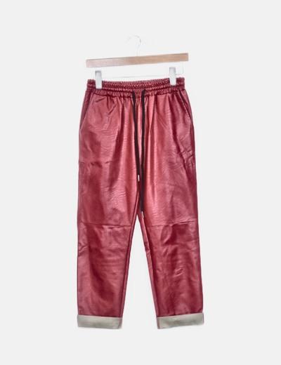 Pantalón rojo polipiel con dobladillo