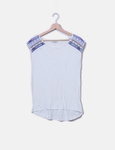 Camiseta de manga corta con abalorios