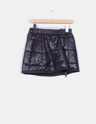 Falda negra acolchada detalle cremallera