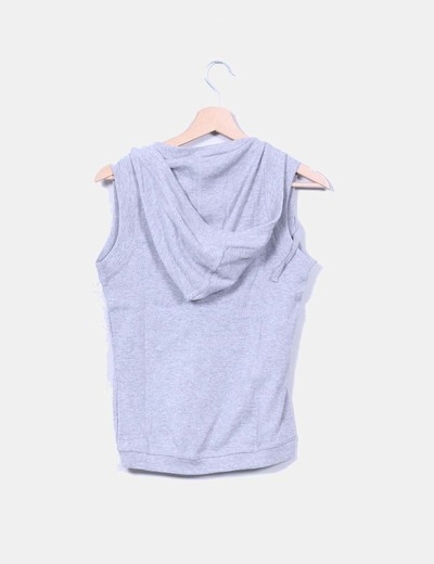 Sudadera gris sin mangas con capucha