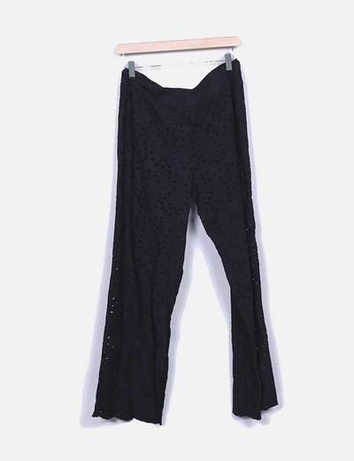 Pantalon negro troquelado