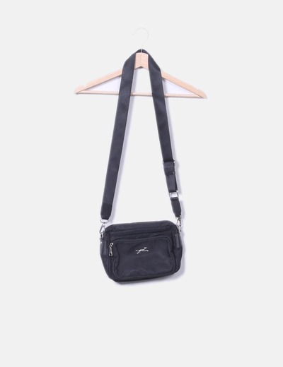 Bolso negro con cremalleras