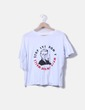 Camiseta blanca con mensaje y mangas avolantadas NoName