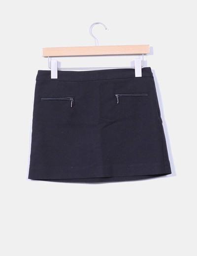 Mini falda negra con cremalleras